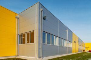Como o alumínio é utilizado nas fachadas de metal